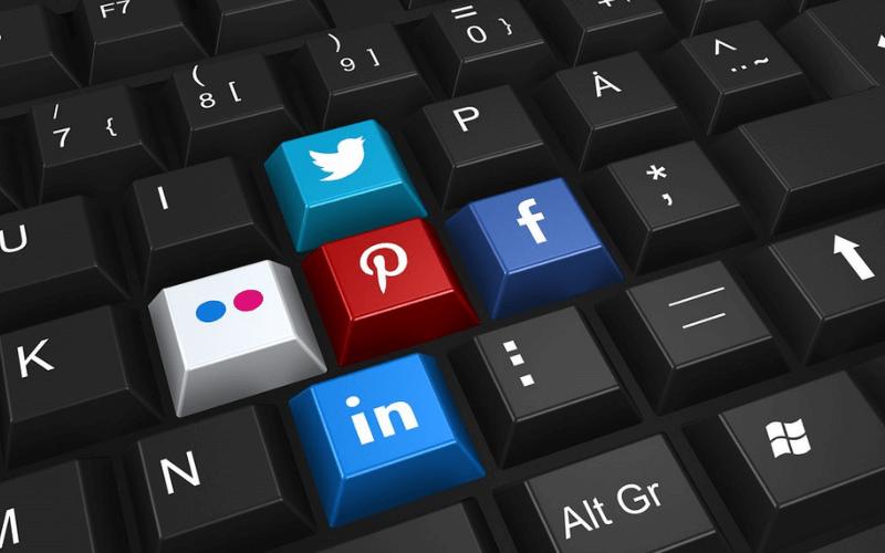 teclado-iconos-redes-sociales-compartir-enlaces-externos-seo-xenonfactory.es