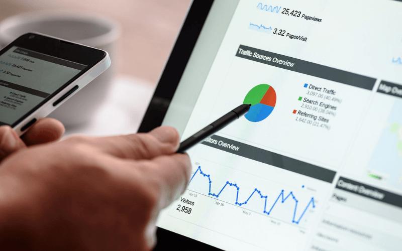 lapto-pantalla-grafico-aumento-retorno-inversion-google-adwords-xenonfactory.es