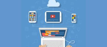 usuario-navegando-diseño-responsive-mediante-ordenador-portatil-dispositivos-apps-moviles-xenonfactory.es